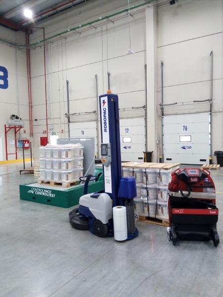 La solución de Controlpack resuelve los problemas relacionados con el embalaje de envases de pintura.